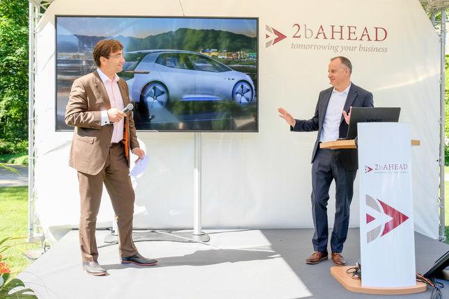 Martin Hofmann und Moderator Sven Jánszky bei anschließender Fragerunde