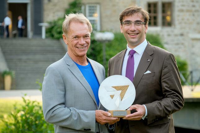 Innovation Award Träger Bo Ewald und Gastgeber Sven Janszky