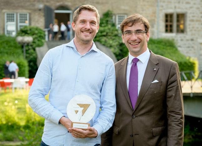 Future Award Träger und Pitchgewinner, Alexander Rohr, mit Gastgeber Sven Jánszky