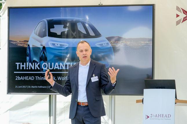 Martin Hofmann - der CIO des Volkswagenkonzerns spricht darüber, Peking mit Quantencomputern staufrei zu machen.