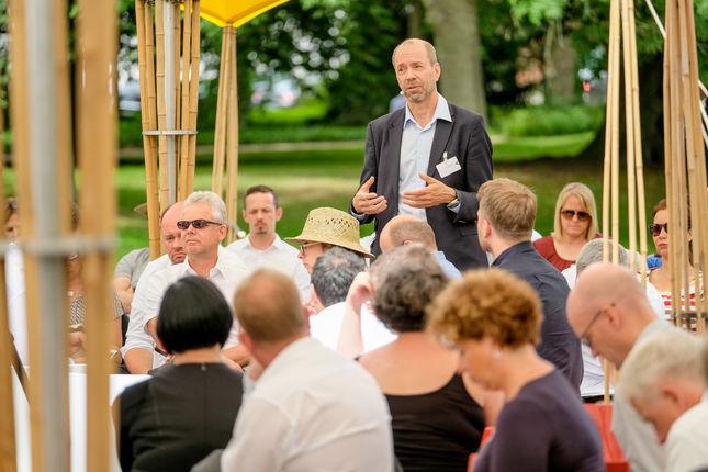 Der VP für Technologie bei Nokia, Lauri Oksanen, diskutiert mit den Teilnehmern die predictive networks der Zukunft