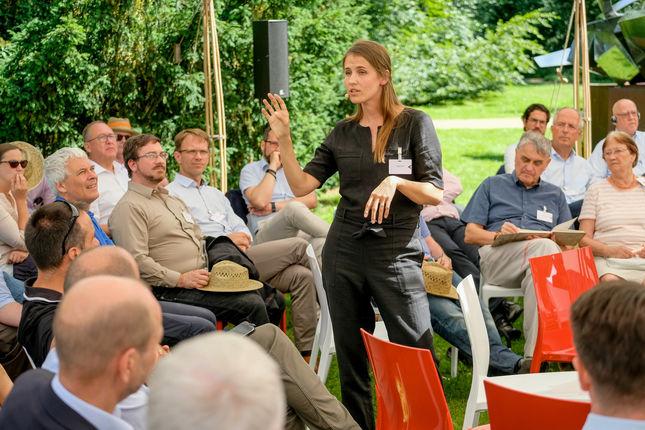 Maria Ritola aus Finnland entwickelt Iris - Iris könnte Ihr neuer wissenschaftlicher Mitarbeiter werden und sie ist eine KI